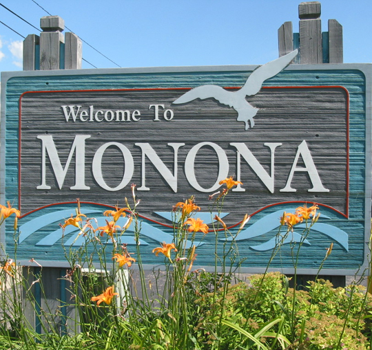 Monona Welcome Sign