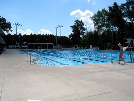 shorewood community pool