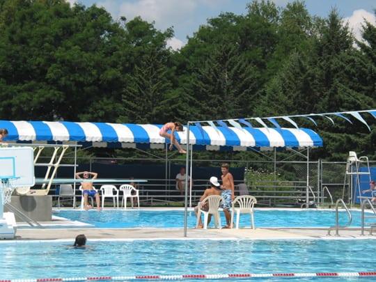 kid-diving-pool-4